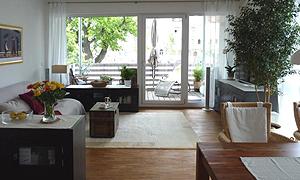 Wundervolles helles Wohnzimmer, groß, mit Terrasse und großen Fenstern